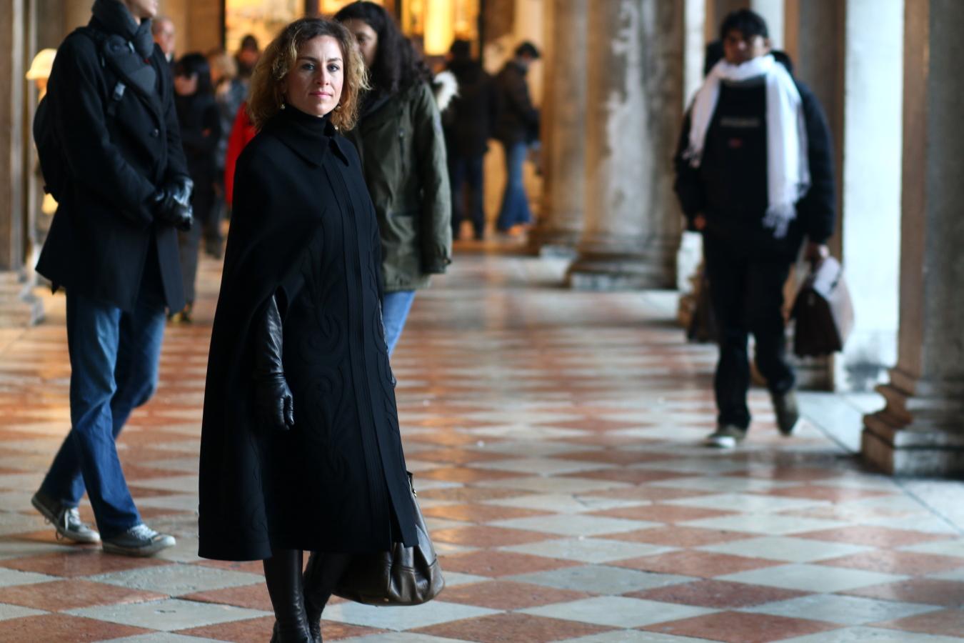 diari-web-venice-resolutions-by-The-Italian-Glam-mantella-Alberta-Ferretti-guanti-Unsigned-stivali-Unsigned-piazza-San-Marco-Venezia