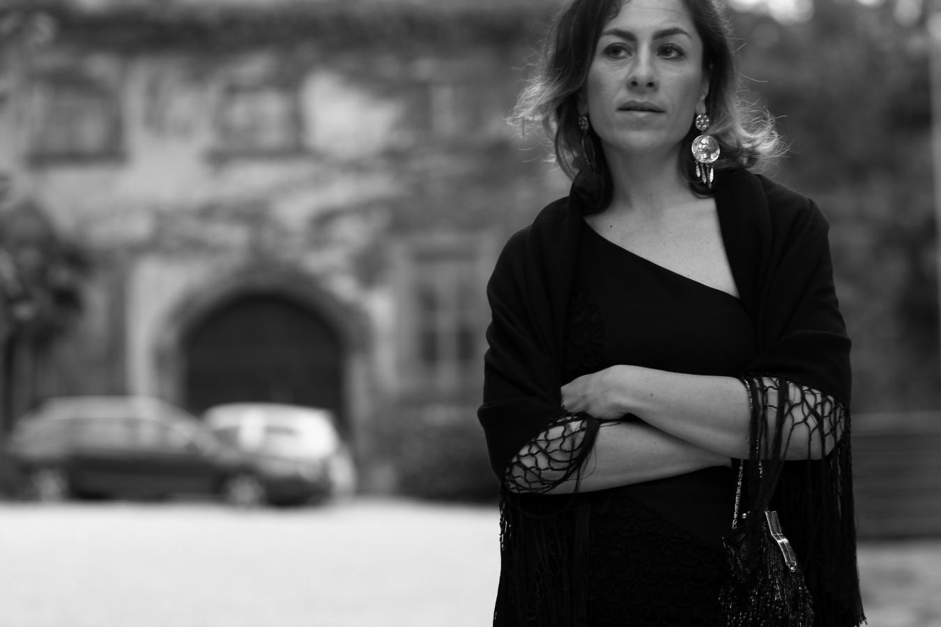blogger diaries la risposta black and white photography by The Italian Glam vestito Versace
